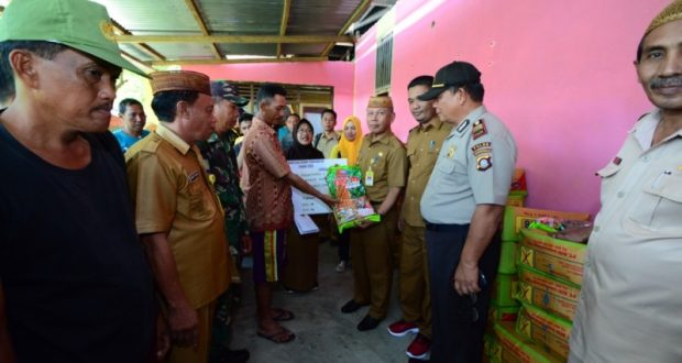 Wabup Amin Haras Serahkan Bantuan Bibit Jagung Kepada Kelompok Petani di 7 Desa