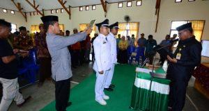 Wabub Pohuwato Lantik Dua Penjabat Kepala Desa
