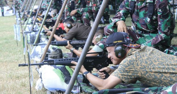 Raih Nilai Terbaik, Bupati Syarif Sabet Juara Favorit di Ajang Menembak Porkopimda Tahun 2019