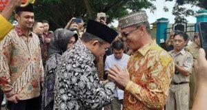 Terima Kunker Walikota Gorontalo, Bupati Syarif Sambut Dengan Adat Dudelo Wau Mopotilolo