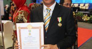 Bupati Pohuwato Terima Penghargaan Satya Lencana Bakti Praja Nugraha dari Presiden Jokowi di Jakarta