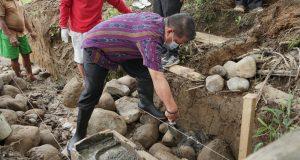 Wakil Walikota (Wawali) Kotamobagu Nayodo Koerniawan SH kembali melakukan peletakan batu pertama